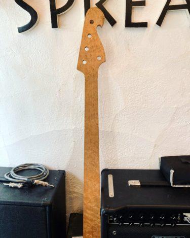 🌸スタッフ さくら – バーズアイメイプル 5弦ベースネック