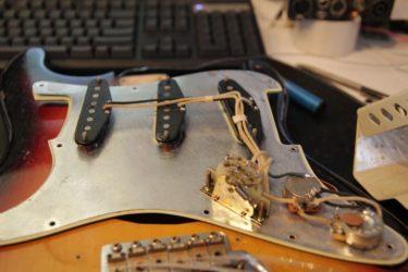 12月21日 – Fender Custom Shop Relic Strat