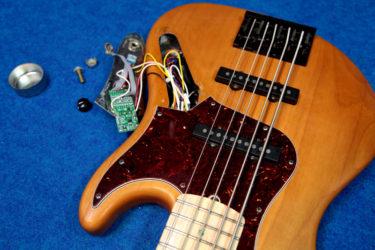 09月14日 – Fender American Deluxe Jazz Bass