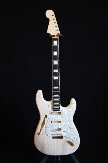07月26日 – オリジナルギター製作